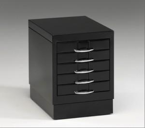armoire pour l 39 outillage et le rangement des fournitures. Black Bedroom Furniture Sets. Home Design Ideas