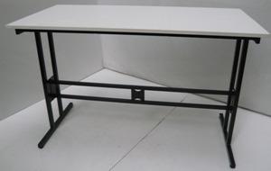 Tables pour les tablissements scolaires coles et for Bureau 130x50