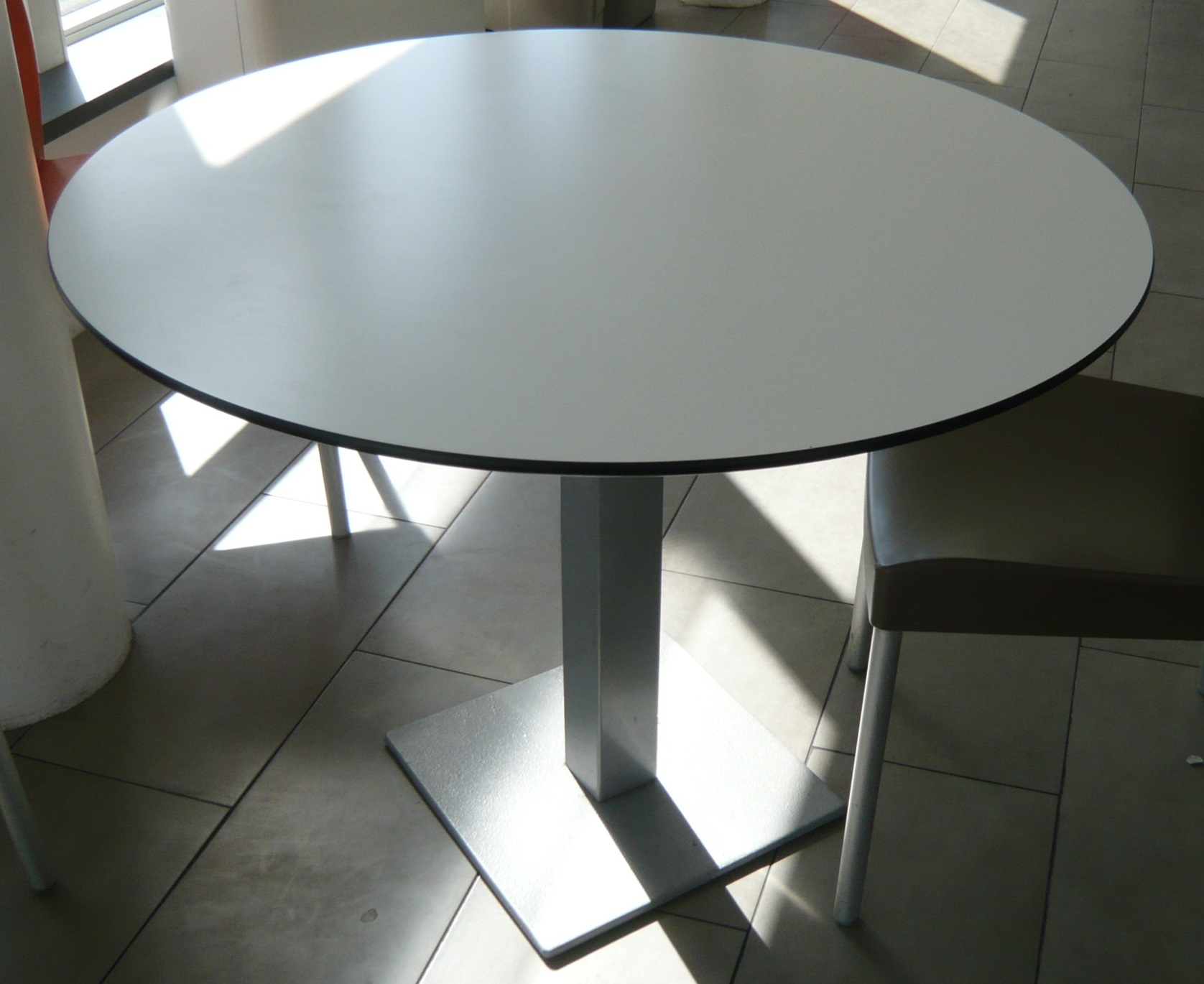 table ronde diametre 100 burocase. Black Bedroom Furniture Sets. Home Design Ideas
